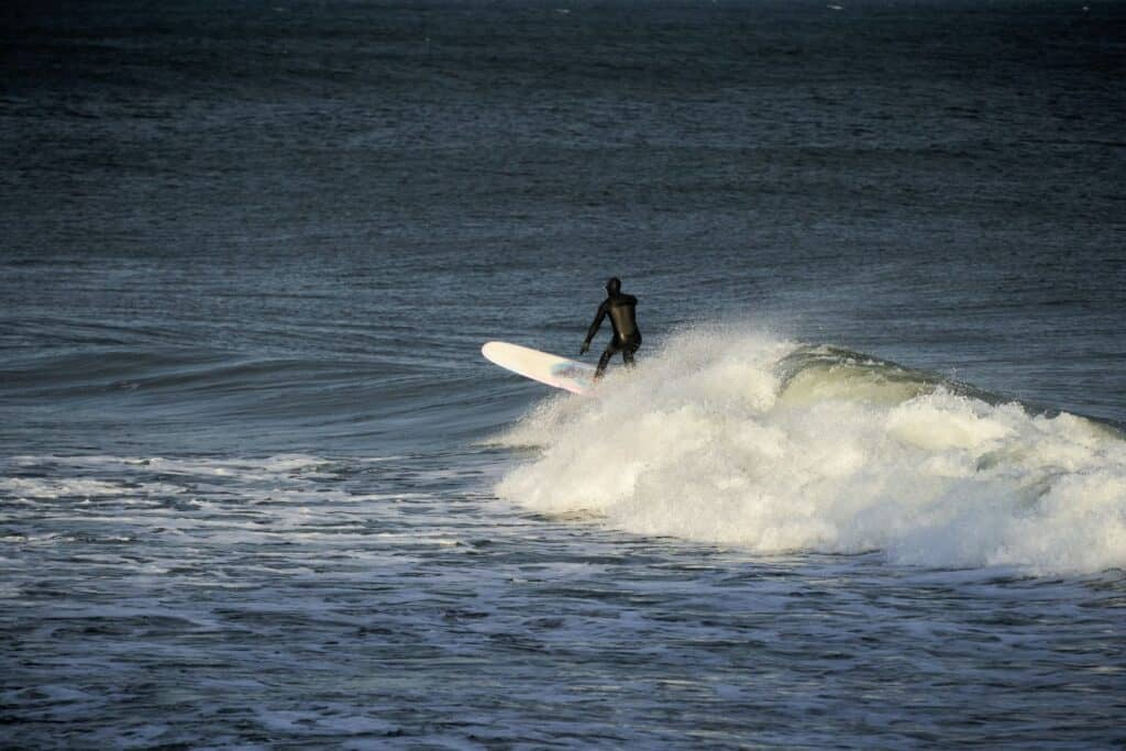 different types of surfboards - longboard